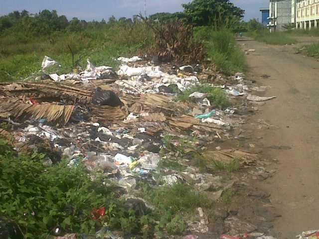 Sampah-di-pinggir-jln-Sentap