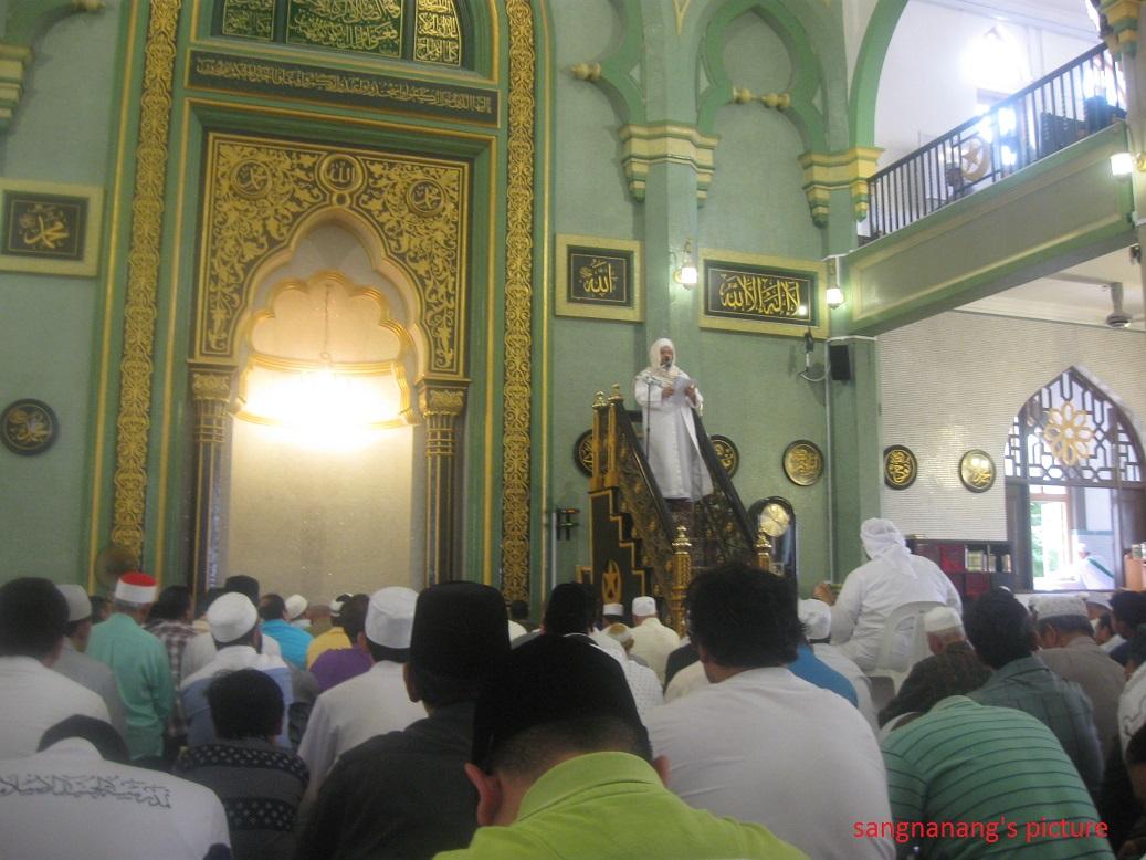 Hikmat Sholat Jumat Di Masjid Sultan Singapura Sang